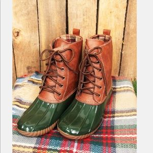 Shoes - LAST ONE Ladies DYLAN DUCK BOOTS. Olive.NIB